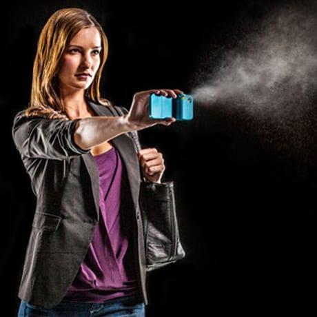 Spray poivre dans un téléphone portable