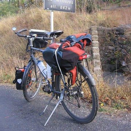 Vélo avec deux béquilles