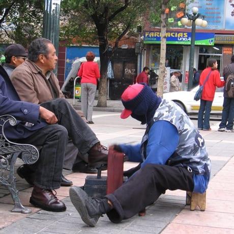 Cireur de chaussures masqué bolivie