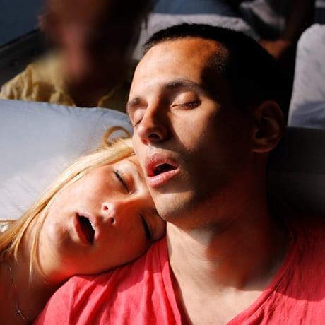 Dormir dans le bus