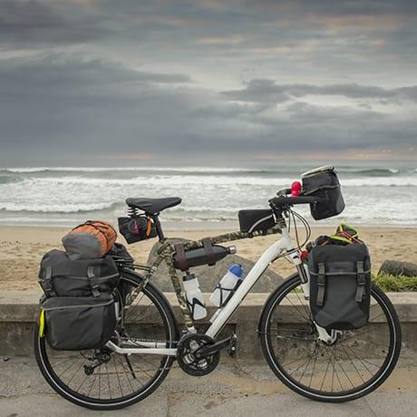 Vélo de voyage équipé de sacoches