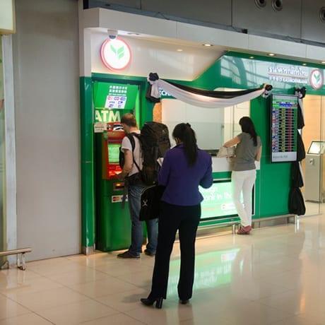 Retirer de l'argent au distributeur en Thaïlande