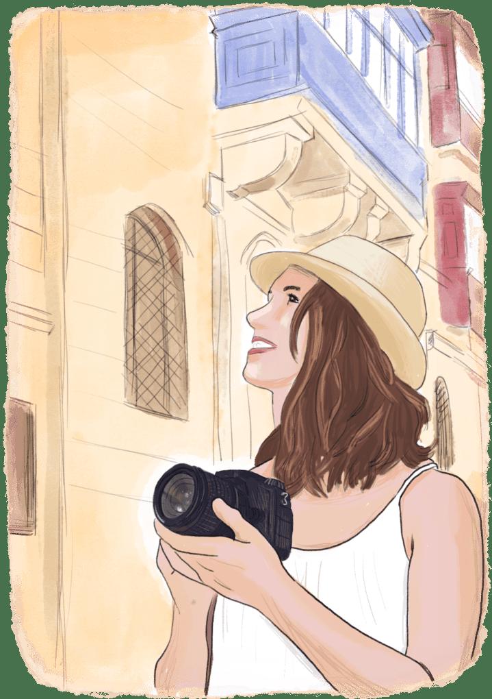 Femme qui prend des photos en voyage