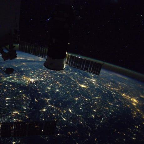La terre de nuit par l'astronaute Thomas Pesquet